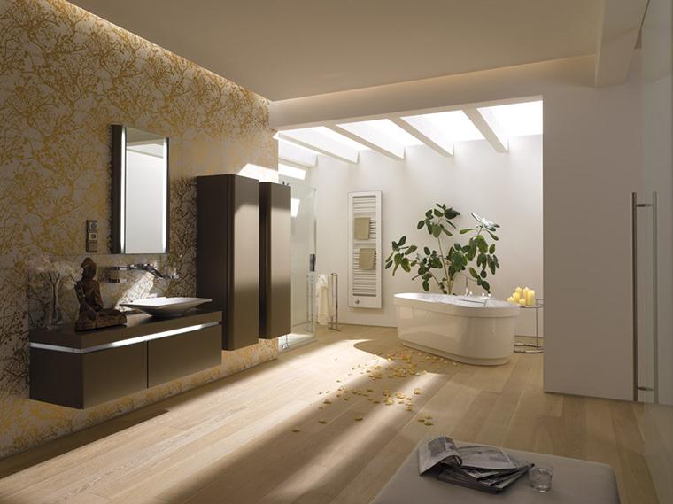Badezimmer mit freistehender Badewann